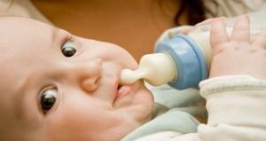 كيف تختارين الحليب المناسب لطفلك؟