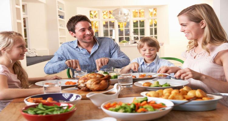 العائلة-هي-اساس-السعادة-في-حياة-الفرد3-1024×682