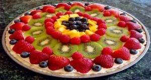 """فكرة جديدة لطريقة بيتزا شهية ولذيذة """"بيتزا الفواكه"""""""