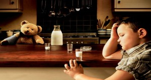 كيف تشجعى طفلك على شرب الحليب؟
