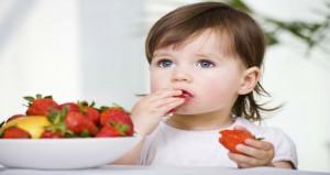 petite qui mange