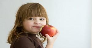 تعرفى على الأطعمة التى تساعد طفلك على النمو بشكل سريع