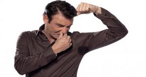 أسباب رائحة العرق الكريهة وعلاجها