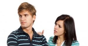 لماذا يخفى الرجل نقاط ضعفه عن المرأة؟
