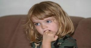 كيف تتغلبى على مشكلة قضم الأظافر عند طفلك؟